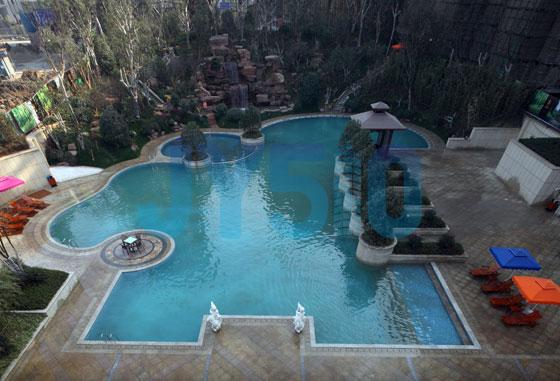 小区游泳池